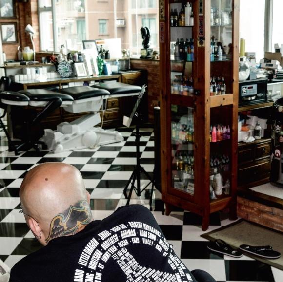 Gabe說,這麼多年,只有幫人紋身這件事能讓好動的他定下來,這種熱愛是一輩子的。