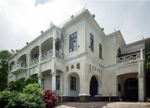 有過百年歷史的盧吉道27號大宅,城規會最近通過發展商申請將之改建成一幢有十七個房間的酒店。