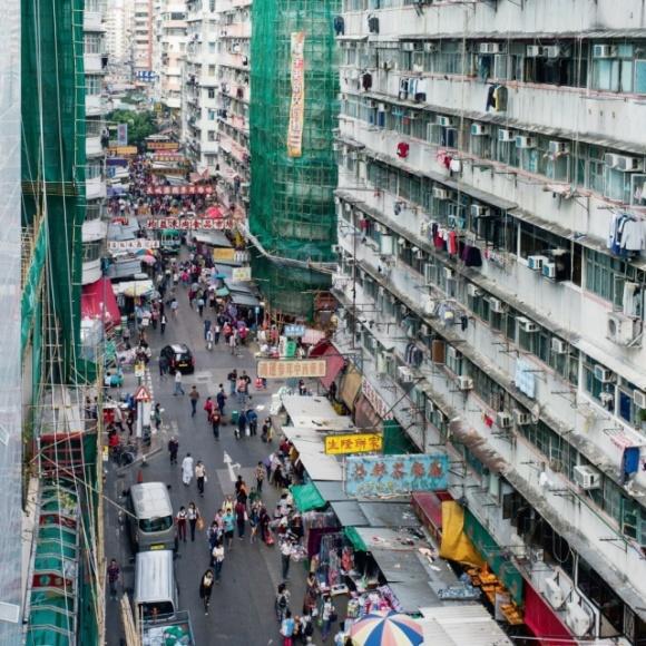 政府制訂《公眾衞生條例》後,訂下城市衞生規範,認為街上攤販衞生有欠妥當,加強以阻街檢控,街道的面貌改變不少。