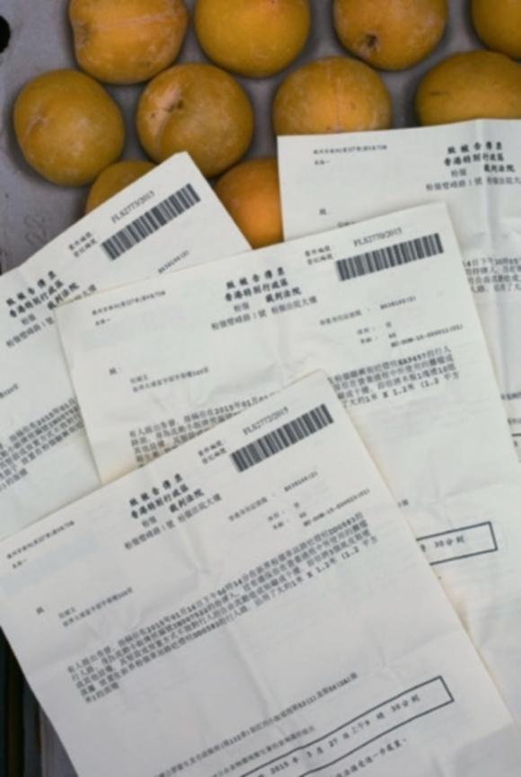 雖然是有牌小販,但伍順文每月平均被檢控阻街四次。