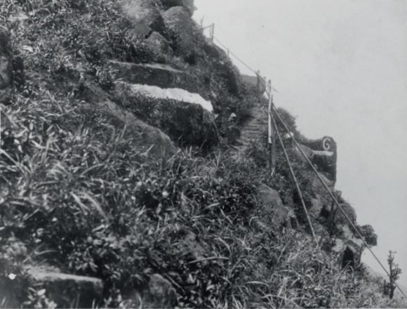 第二路段要在無法築路的峭壁上建架空道。(圖片由受訪者提供)