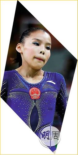 女子體操運動員參賽服外,更大鑊的其實是千年不變的大pat藍色眼影,抹甩咗佢我哋先講珠片啦。