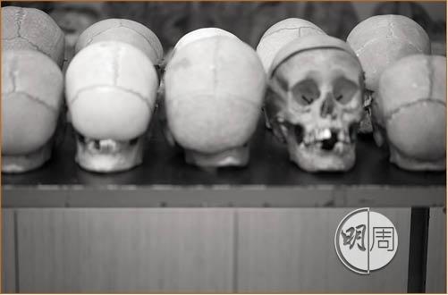醫學院流傳的鬼古之謎,輕易被遺體防腐員化解。