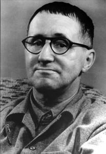 布萊希特(Bertolt Brecht, 1898-1956)為當代劇場的理論及劇作先行者,以提出叙事劇場(epic theatre)及 學習戲劇(learning play)等觀念聞名。他認為傳統劇場已經失效,戲劇中固定不變的事件只會讓觀眾不作思考,於是劇場應該將題材荒誕化,甚至製造疏離效果,引發觀眾的介入與思考。  希萊希特的劇場理論成為了後戲劇劇場的發展基礎,近代的劇作家、劇場理論家及演員等許多都深受他的影響。