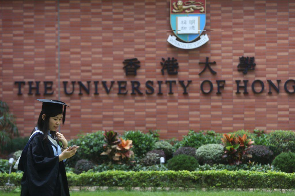 Graduated students at the campus of the University of Hong Kong (HKU) on Nov 12, 2016. (James Chong/EyePress)