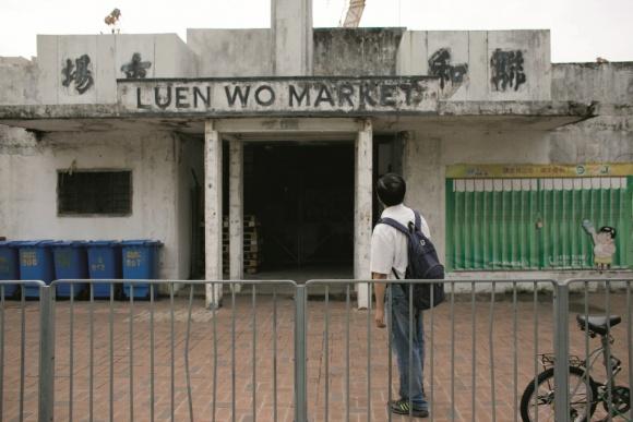 小時候曾跟母親在聯和市場買菜,今天景象不再。