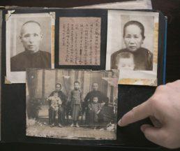 1928年,一家團圓,站於唐裝祖父身前的便是梁紀昌爸爸。