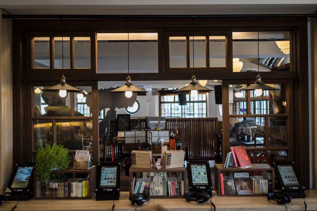 在空間規劃上,林百貨和當地處理古蹟的設計師合作,保留原來的風貌,並加入新的現代美學。
