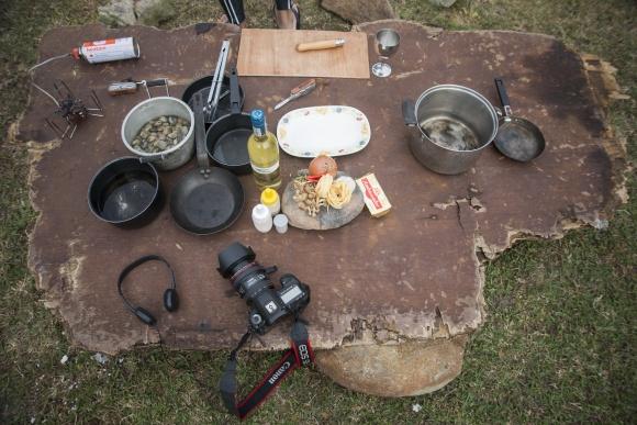 野外煮食的「架生」