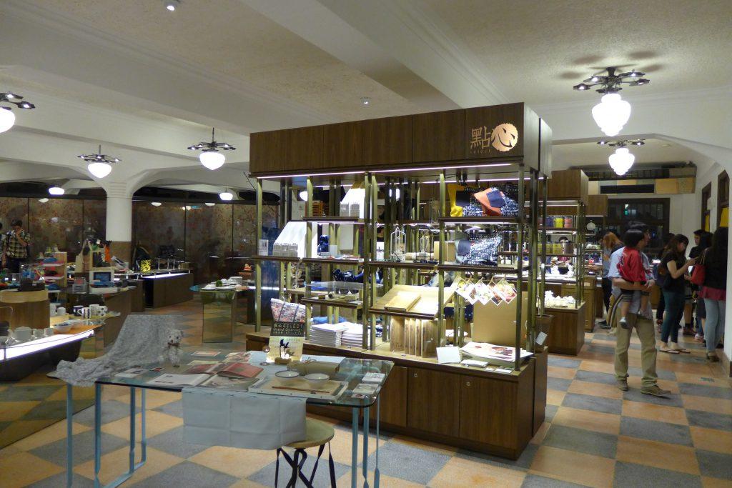 2014 年林百貨重新裝修後,以台灣首間文創百貨的姿態再次開張,不但沒有賠錢,更深受當地人和遊客歡迎,還帶動了台南的觀光發展。