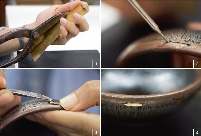 1. 從混合純金的銅片裁剪出一條條鋦釘,並用鎚子和鉗子製成書釘狀。 2. 鑽孔此步要很精準,王老邪獨有的金剛鑽,鑽嘴沿裂紋兩側鑽孔,一般而言,孔洞直徑深度各一毫米,差之毫釐,謬之千里。 3. 鋦釘釘腳微微向內傾斜,才可以穩固有力地扣住器物,即使用夾子扯也扯不掉。 4. 鋦釘要經過多番打磨,才與器具表面一般光滑。