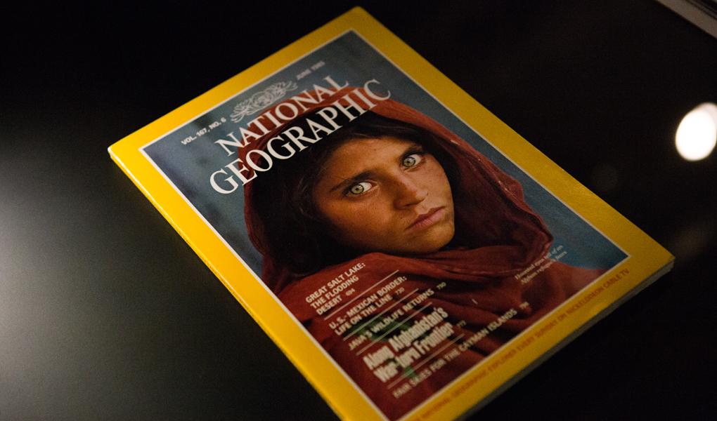 《阿富汗女孩》是Steve McCurry的成名之作,亦是當年阿富汗難民的代表影像之一。