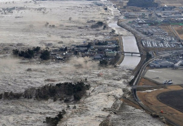 8-9-earthquake-triggered-tsunami-in-japan