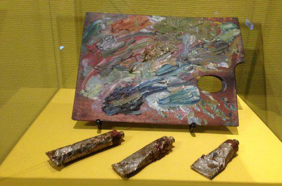 位於荷蘭阿姆斯特丹的梵高博物館展出梵高當年用來作畫的顏料及畫板。不過大家無需擔心,用眼看是絕對不會中毒的!