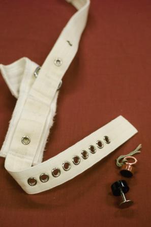 磁力約束帶──2000年購買,代替了使用三角繃帶約束情緒不穩定的病人。此類約束帶以鈕形磁力鎖將之繫穩,要用特製的磁力鎖匙才可將鎖開啟。