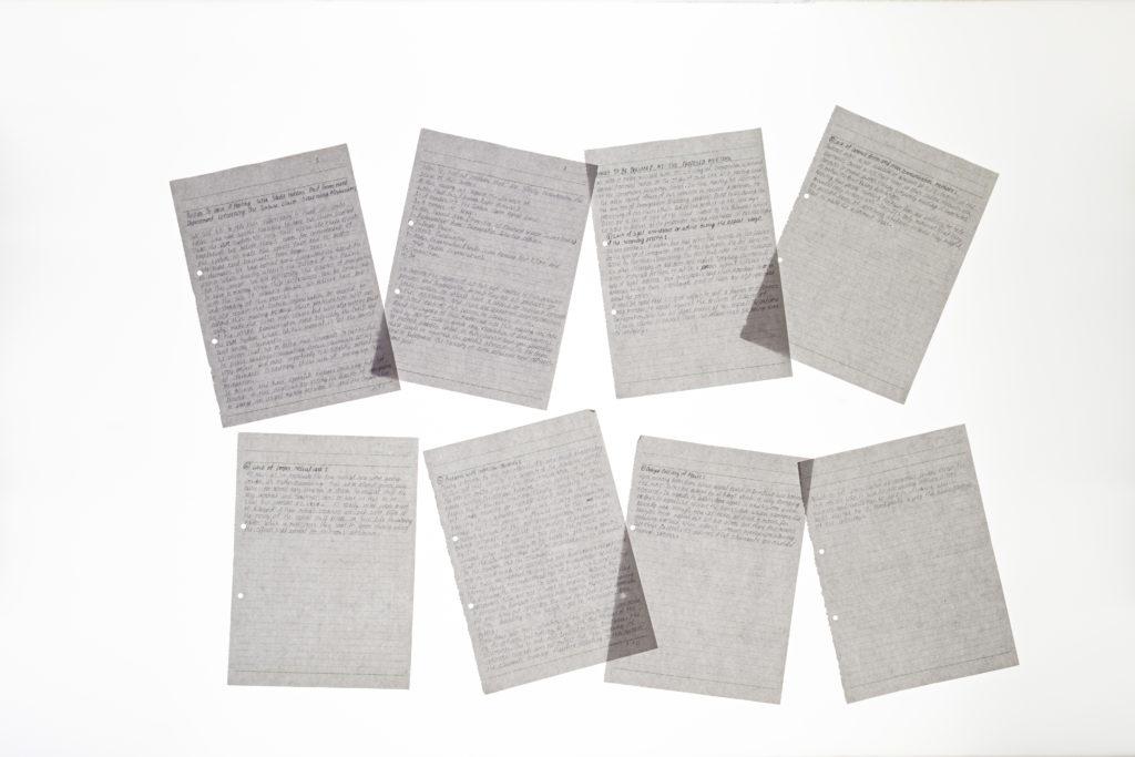 K在中心內寫了大量信件,包括長達8頁的請願書,裏面陳述他對中心的各種指控。另外,他亦寫了多封信,要求與入境處職員會面。