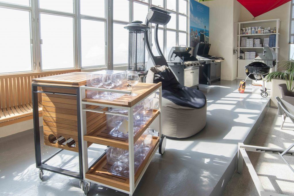 桌椅、燈具、廚具、園藝用品等,各種戶外用品一應俱全。