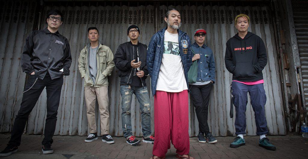 MC仁(右三)與LMF其他成員,一直享受玩音樂的樂趣,無視主流的需索。