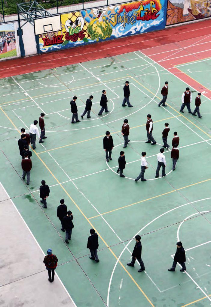 長沙灣天主教英文中學學生正在練習覺察靜行。