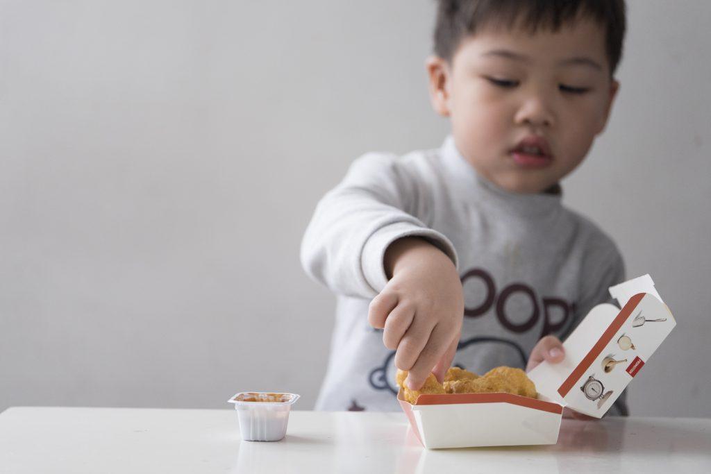 消委會過去兩年向食肆發起「向餐牌上抗生素食材說不」運動,部分餐飲集團表示已檢視有關政策。