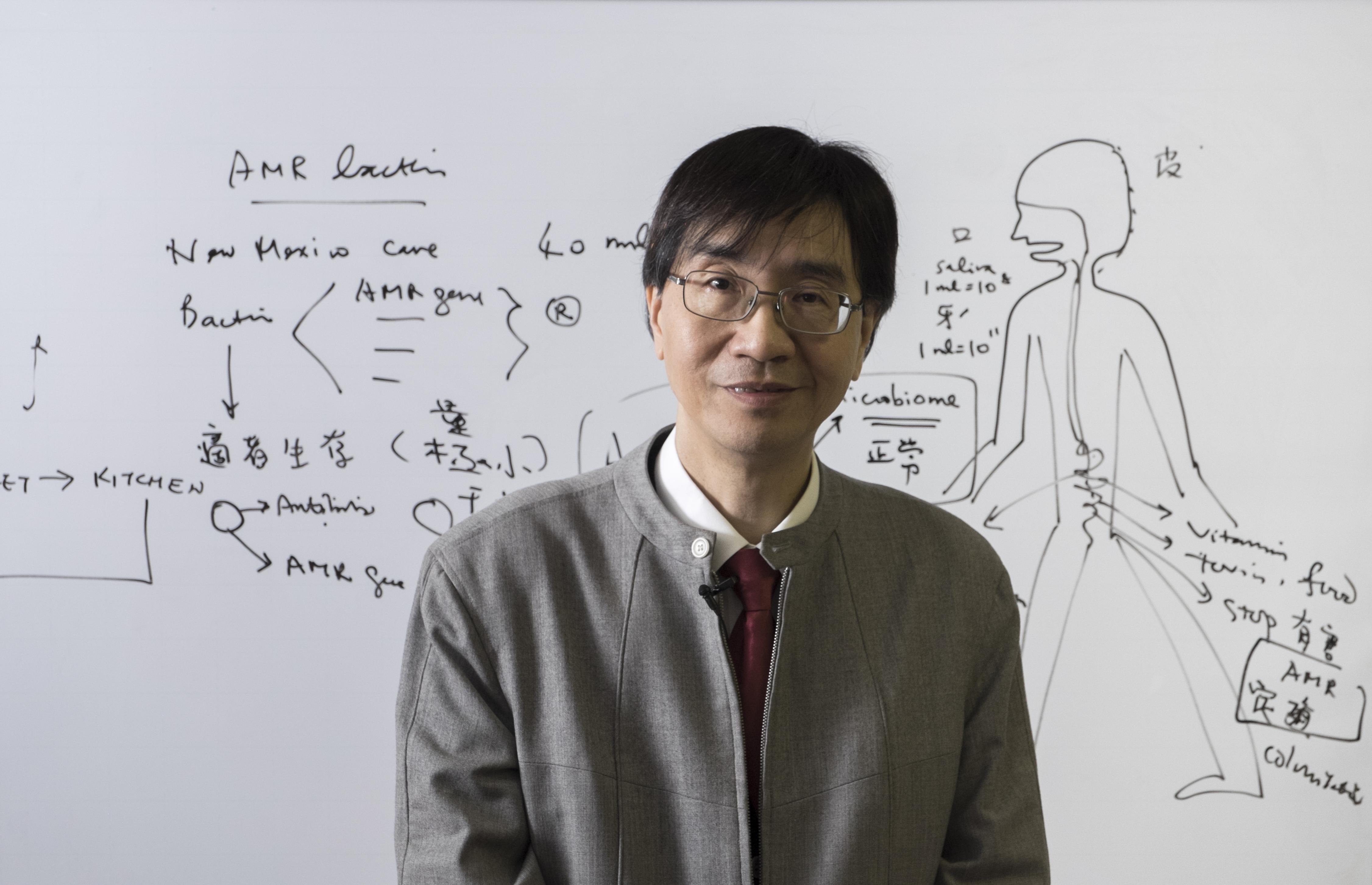 袁國勇教授說,造成抗藥性問題嚴重的罪魁禍首,不單是醫生或農民,而是我們每一個人。