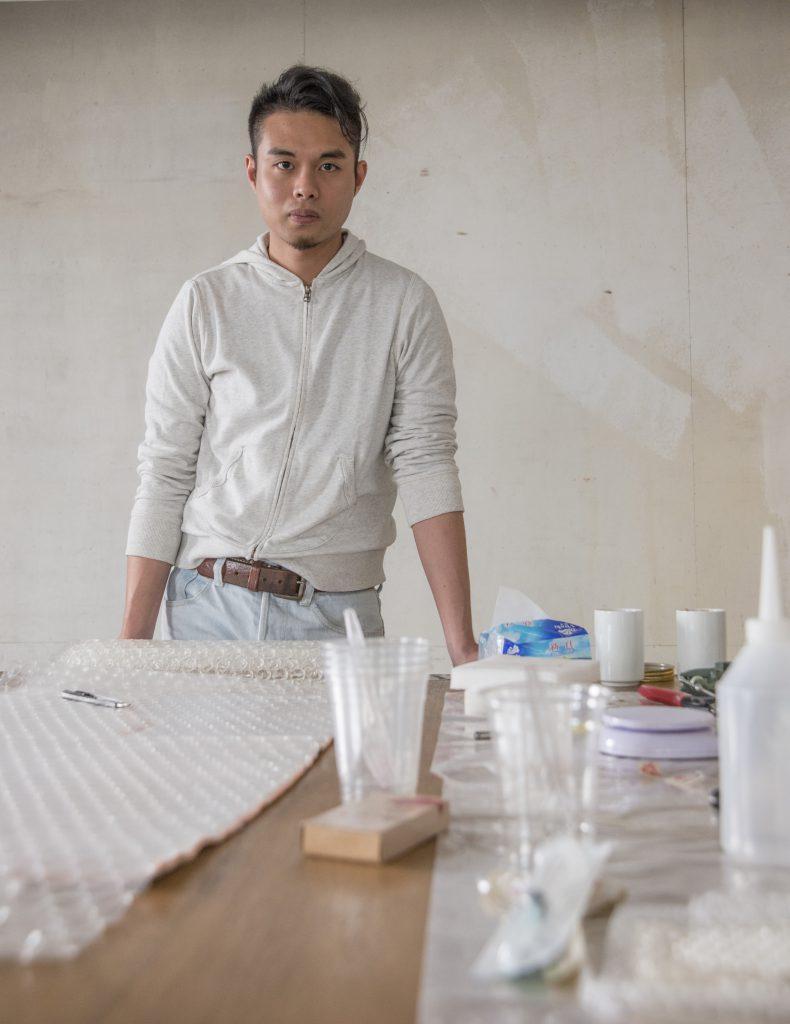 藝術家兼策展人林志恒,以觸感特質構思「裝置匯萃」展區。