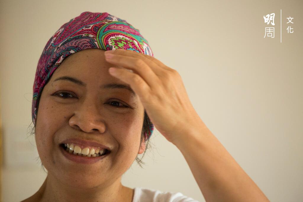 馮敏瑜即場為我們示範了幾種不同的頭巾戴法,看上去真的像一個「潮媽」。