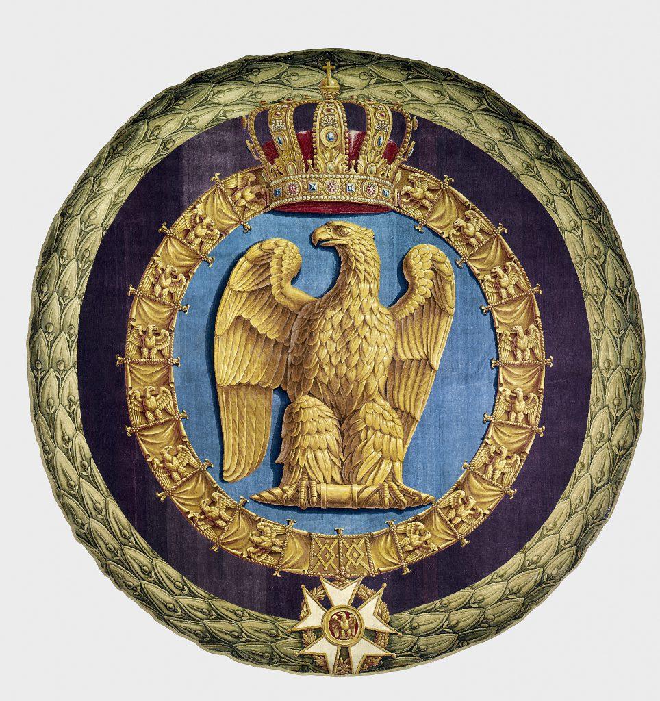 這張直徑長若四米「拿破崙徽號」地毯,氣勢磅礴,原本被拿破崙放在杜伊勒里宮的寶座前,是皇權的象徵。