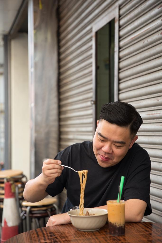 祖籍潮州的Michael,對沙茶吃得有研究,平日喜歡到不同茶檔嘗沙嗲牛麵。走勻港九新界,始終情傾元朗永順的出品。