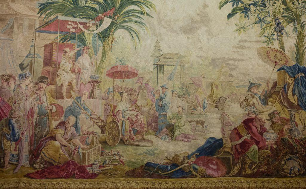 正在港大展出的《市集》(La Faire ),是布歇設計的「中國風」掛毯之一,當年獲路易十五用作裝飾凡爾賽宮,後來被私人收藏。