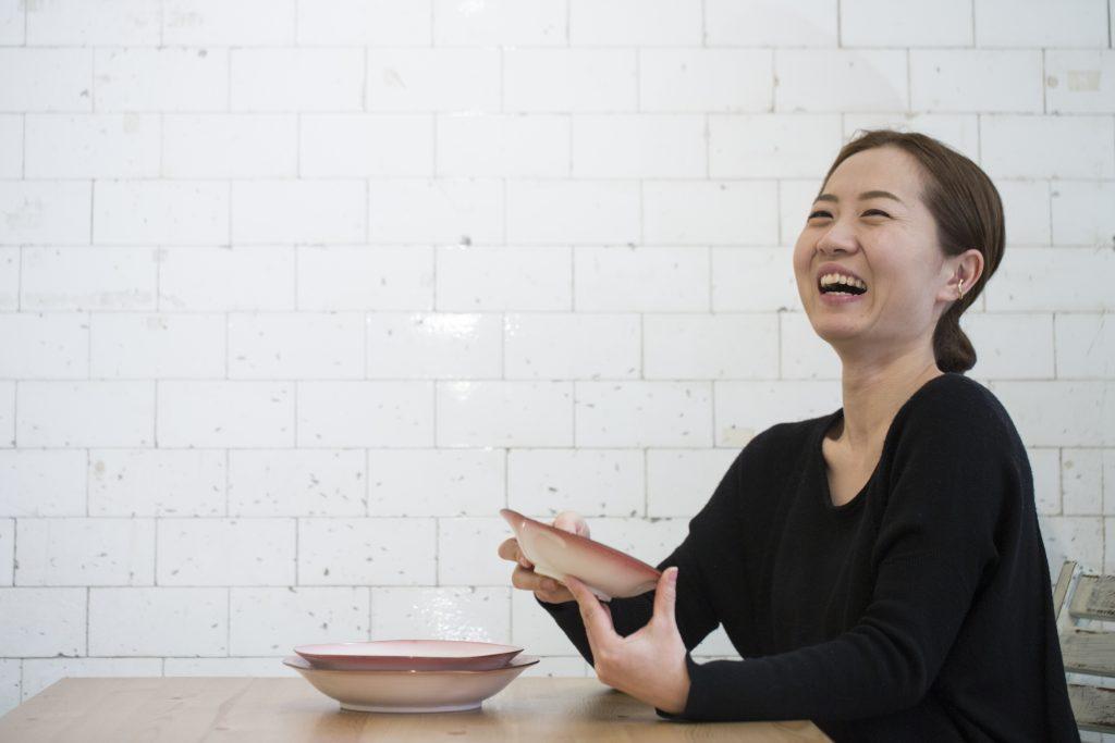 京都陶藝家Minami入行十年,期望用雙手製造出溫暖人心的陶藝。