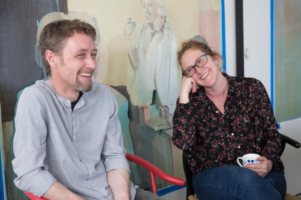 香港陶藝夫妻檔Jessie(左)和Julie,一個以陶瓷為生命,一個用插畫說故事,作品因彼此而完整。