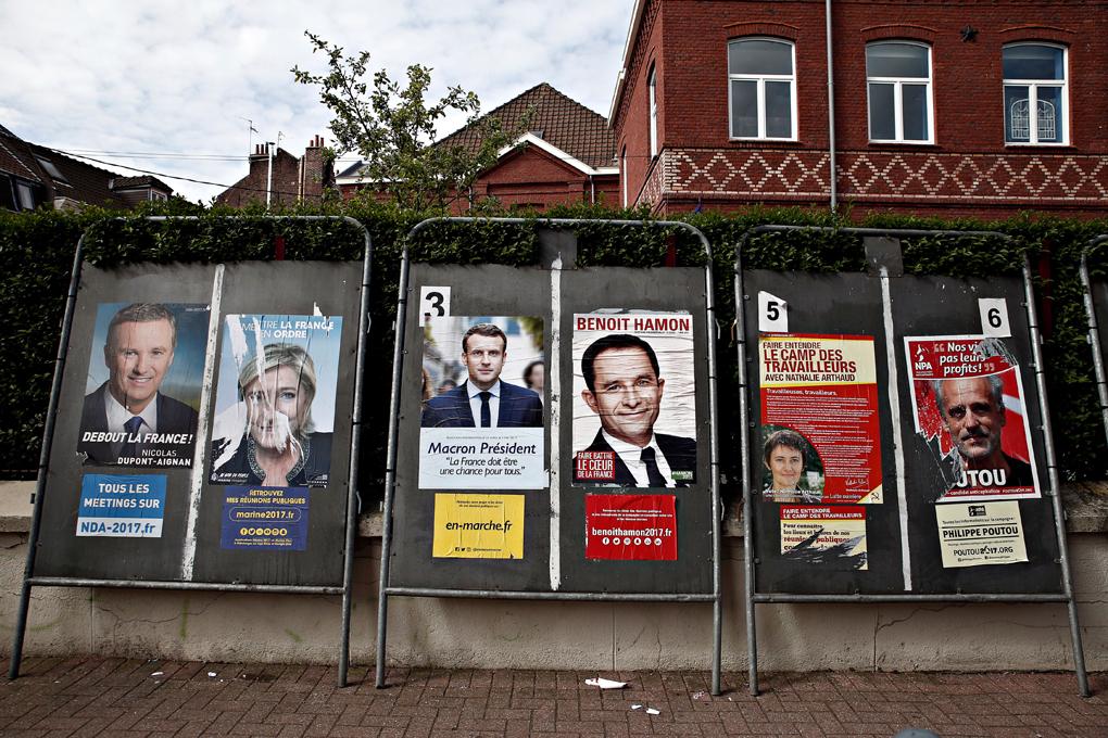 法國滿街可見多位候選人的宣傳海報。