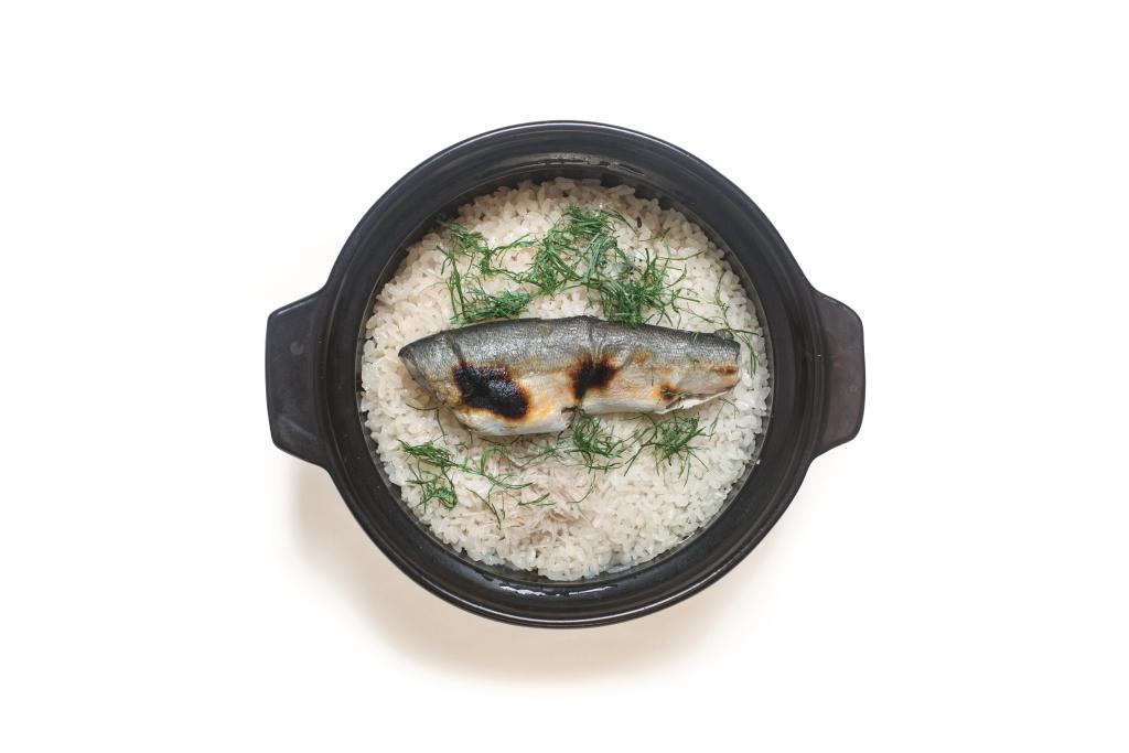鮎魚釜飯 // 以鮎魚的骨骸煮成高湯再炊飯,魚的原汁原味盡收釜裏。($380)