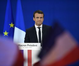 French presidential election candidate for the En Marche ! movement Emmanuel Macron looks on as he delivers a speech at the Parc des Expositions in Paris, on April 23, 2017, after the first round of the Presidential election. / AFP PHOTO / Eric FEFERBERG