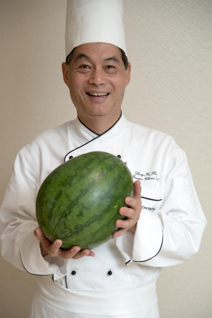 梁師傅笑說這醬瓜皮,是家裏眾人的所好。