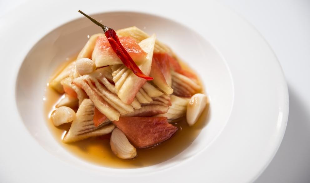 醬瓜青 // 鄉下菜糖醋漬西瓜青,作為一餐的前菜,酸香醒胃。($78)