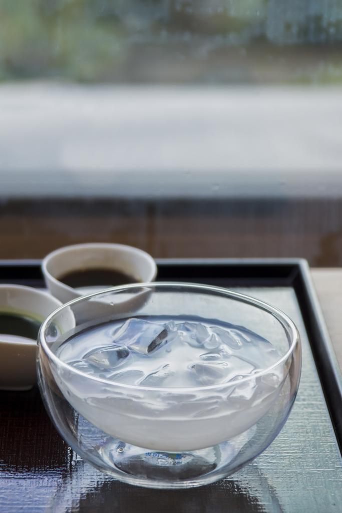 葛切 // 泡在冰水裏的葛切晶晶亮,吃起來特別涼爽;不獨傳統的黑糖蜜吃法,還有綠茶漿選擇。 ($88)