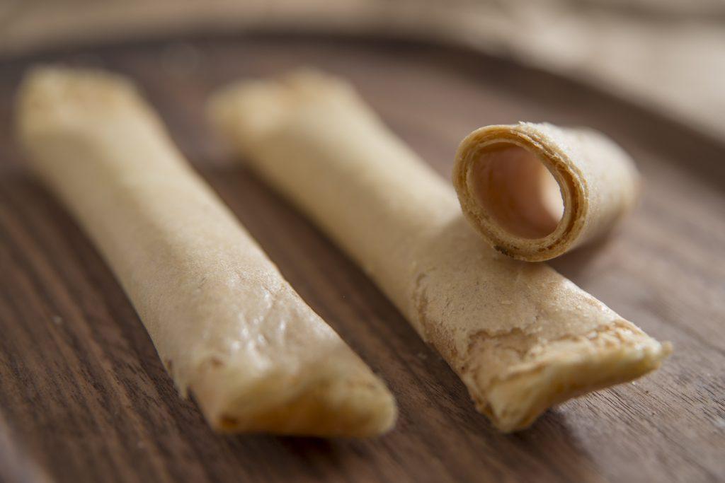 花生醬蛋卷 紹香園的新發明。入面塗上花生醬,軟滑香濃,外皮依然保持酥脆。($30/盒)