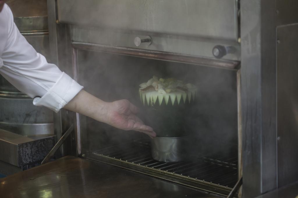 有人說蒸,有人說燉,沒關係;只要瓜與湯料同場修行,便為古法。