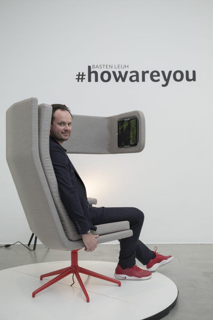 Basten Leijh的一個人工作靠椅,設有視像會議、無線手機充電和工作枱等功能。