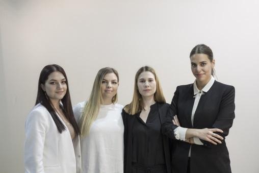 斯洛文尼亞University of Primorska設計學院一班室內設計學生,與當地婦女合作,把手織蕾絲結合室內設計。