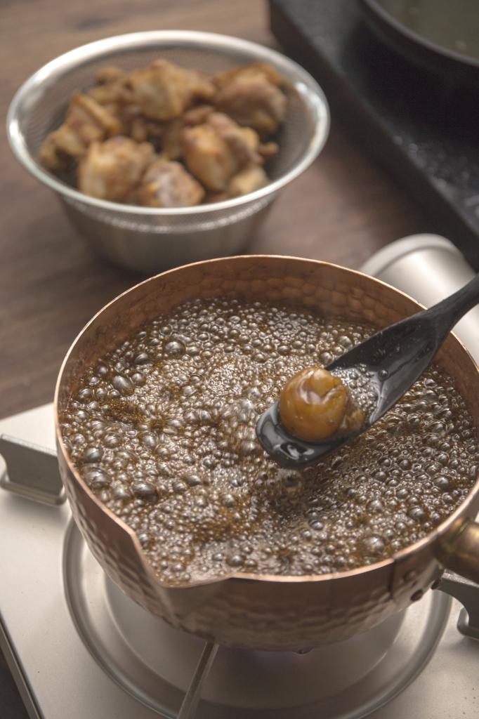 從前我是找雜貨舖買來的鹽水梅製作,雖然效果已不錯,但始終不及日本梅乾的梅香。因為日本梅乾製作較為嚴謹,使用完全熟透的梅子製作,香氣更濃。