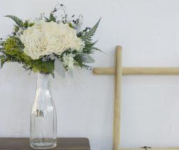 除了自發訪問花藝師,Rita更想到讓他們的作品在店內寄賣,花藝作品配襯實木傢俬,顯得更漂亮。