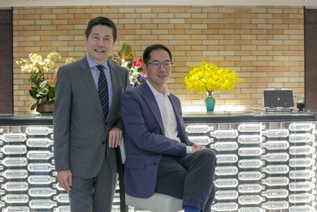 君立酒店總經理王漢強(左) 及發展商梁澄宙(右)