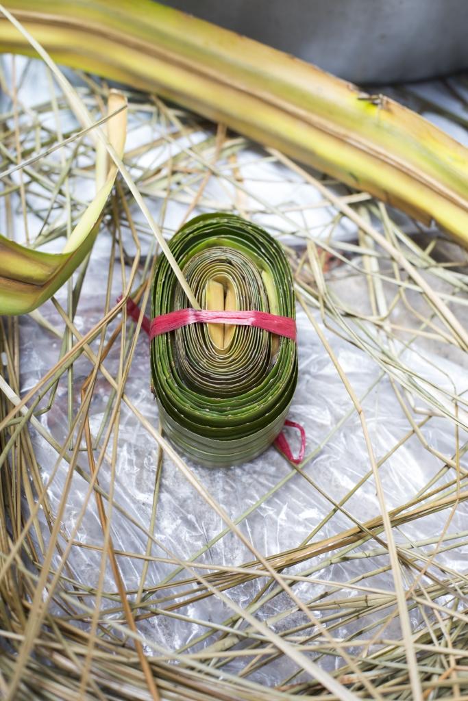 殺青、批勒後的蘆兜會被捲成一綑 綑的備用。