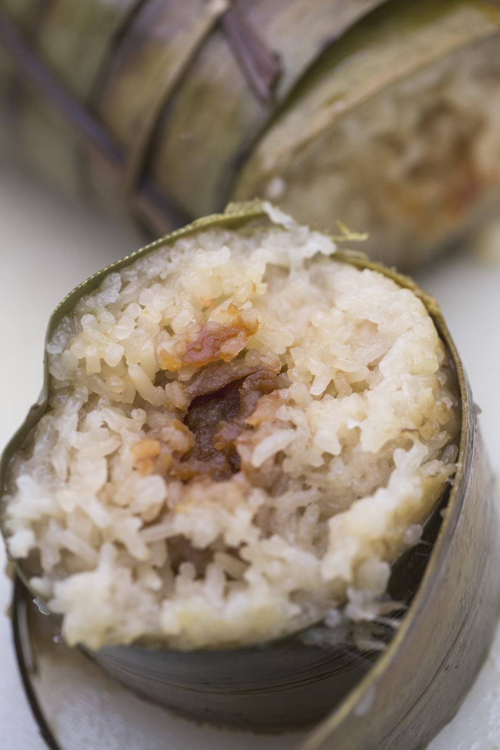 「糉,蘆葉裹米也。」雖然中山人用的並非荷葉,卻用上當地盛產的蘆兜,一樣葉香飄飄。