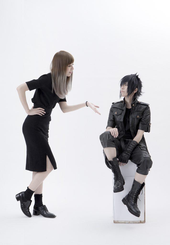 YUI在三次元中是個平凡女子,cosplay男角彷彿成為另一個人。