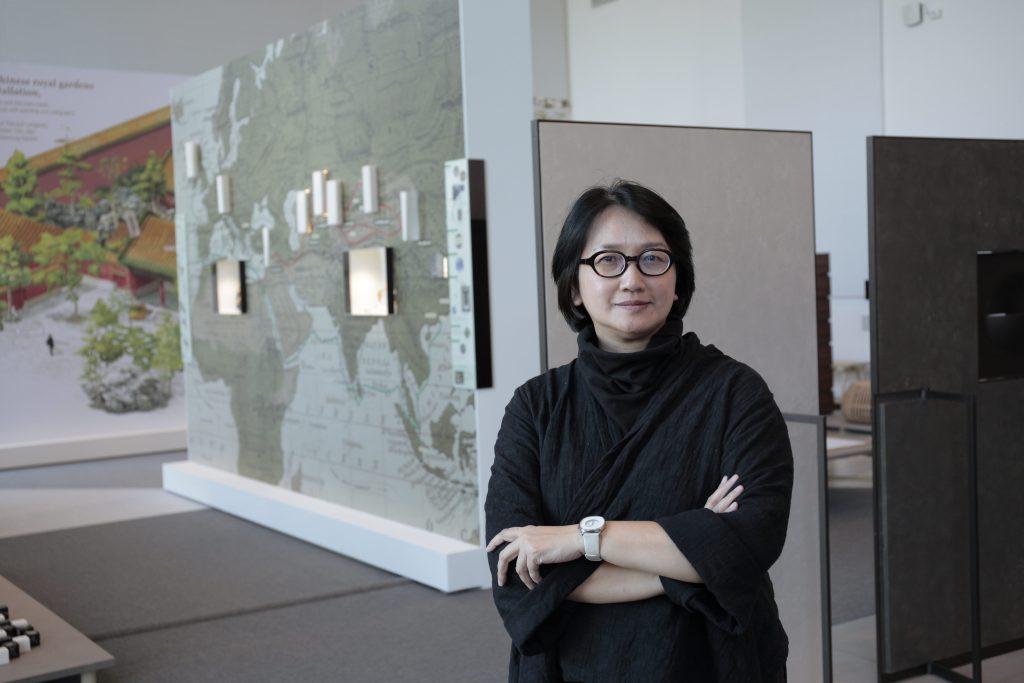 策展人周婉美指出她花上了兩個月時間,從四百多份香港設計師作品中精挑細選出二十件代表性作品。