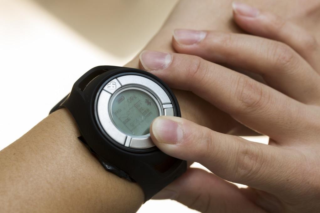 錶帶設計很重要,膠帶比皮帶更緊貼皮膚又具彈性,市面上部分稱聲能測量血壓的手錶並不準確。